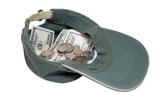 帽子にお金